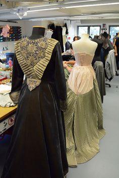 """Kostüme für """"Aida"""", Schneiderei Deutsche Oper am Rhein. #costumes #kleider #theater #oper #opera #verdi Foto: Daniel Senzek"""