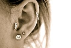 i cant wait to get my tragus peirced!! i really like the feather there too!