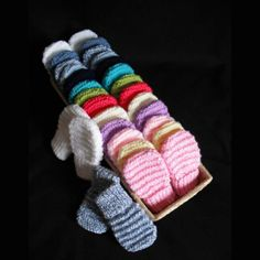 Hand knitted baby mittens - Choice of colours and sizes (early baby - 1 year)