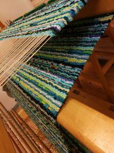 Elinan Erikoiset - Vuodatus.net Rya Rug, Tapestry Weaving, Recycled Fabric, Korn, Woven Rug, Carpets, Weave, Projects, Weaving