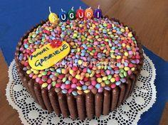 Torta smarties e togo con crema alla nutella Chocolate Marshmallows, Chocolate Cupcakes, Torta Candy, Smarties Cake, Ben E Holly, Nutella Bar, Sweet Recipes, Cake Recipes, Birthday Wishes Cake