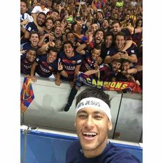 """ with fans and friends ❤💙❤💙"" Good Soccer Players, Football Players, Soccer Stars, Football Soccer, Fc Barcelona, Neymar Pic, Lionel Messi Wallpapers, Real Madrid Players, Best Player"