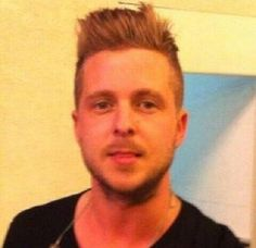 how can so much perfection and sexiness fit into one man?? How?? I swear that Ryan Tedder isn't even human sometimes....