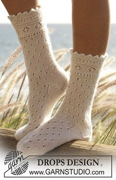 Ravelry: 100-20 Socks with lace pattern pattern by DROPS design