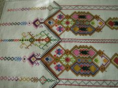 lots of designs! Cross Stitch Embroidery, Hand Embroidery, Embroidery Designs, Cross Stitch Cushion, Cushions, Pillows, Bargello, Bohemian Rug, Pillow Covers