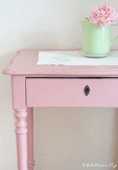 Shabby Chic Interior Design Ideas For Your Home Decor, Shabby, Chic Interior, Painted Furniture, Shabby Chic Interiors, Shabby Chic Pink, Pink Table, Interior Projects, Pink Desk