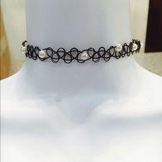 Brand new Chocker with plastic pearls Brand new Chocker with plastic pearls Jewelry Necklaces