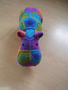 Gehaakt nijlpaard bestaande uit African Flowers door HandmadebyFieke, €40.00