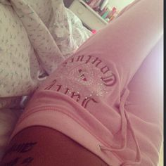 Images and videos of juicy couture Pink Aesthetic, Aesthetic Clothes, 2000s Fashion, Fashion Outfits, 00s Mode, Images Esthétiques, Barbie, Mean Girls, Juicy Couture