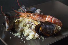 Ricetta del couscous di mare con la slow cooker Il Couscous è uno dei piatti più celebri della cucina nordafricana e mediterranea, consumato nella parte meridionale della Sicilia. Il suo gusto, però, ha conquistato anche popoli
