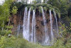 Plitvická jezera coby jedna z krásných přírodních památek světa Largest Waterfall, Plitvice Lakes National Park, Seen, Beautiful Waterfalls, Athens Greece, Wonderful Places, Woodland, Natural Beauty, Places To Go