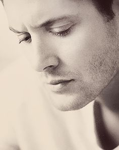 Love the structure of his face. Sketching Jensen and Jard is amazing. The light plays of them so well.