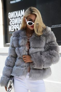 Affordable and Stunning Winter Outfits Ideas 23 Fur Coat Outfit, White Sweater Outfit, Preppy Fall Outfits, Winter Outfits, Fur Fashion, Fashion Outfits, Coats For Women, Jackets For Women, Women's Jackets