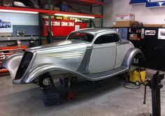 Visit The MACHINE Shop Café... What is it about Chip Foose that makes him one of the greatest Custom Car builders and designers in the world. You look at this car and made you can see it, it is subtle but perfect. Simplicity is the Greatest Form of Sophistication (that is the secret)