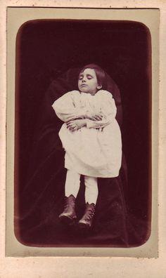 The photographer is J.-G. Mayadon of 17, rue de Richemont, Gare d'Ivry, Paris.