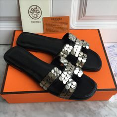 Hermes woman slippers leather with metal H