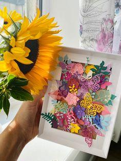 #diy #paperflowersdiy #photoframes Butterfly Photo Frames, Butterfly Photos, Paper Flowers Diy, Diy Paper