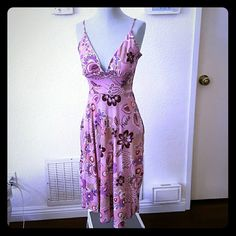 Alyn Paige pink stretch fit dress Needs done stitching in chest area Other than that, perfect dress. Flowery flowy dress. Stretch fit. Alyn Paige Dresses