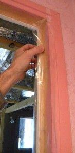 Comment isoler parfaitement une porte avec du silicone, voici un truc très efficace, le tuto en images.. Voici la porte de mon couloir que je veux isoler car elle laisse passer des courants d'air et nous amène du froid dans la maison. Après avoir essayé sans grand succès toutes sortes de...