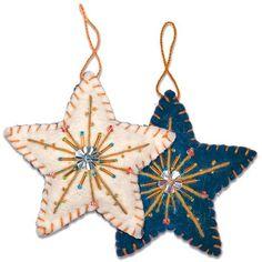 Felt Christmas Decorations, Felt Christmas Ornaments, Noel Christmas, Handmade Christmas, Diy Ornaments, Beaded Ornaments, Christmas Projects, Felt Crafts, Holiday Crafts