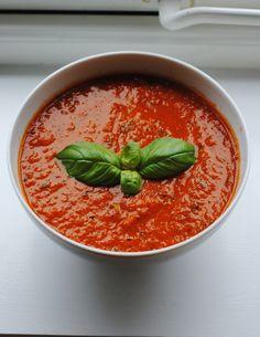 Aldri mer posesuppe sier jeg bare. Smakene i denne hjemmelagde tomatsuppen bare eksplodert i munn...