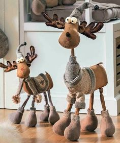 Anna Król - Rusin's 271 media statistics and analytics Christmas Moose, Christmas Sewing, Primitive Christmas, Rustic Christmas, Simple Christmas, Winter Christmas, Father Christmas, Handmade Christmas, Moose Crafts