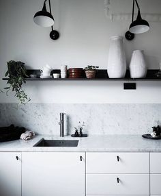 Practical Kitchen - A fantastic storage space may also be a kitchen decoration. Discover those 15 smart kitchen inspirations you'll certainly love. Home Decor Kitchen, Kitchen Interior, Home Kitchens, Kitchen Ideas, Kitchen Splashback Ideas, Design Kitchen, Diy Kitchen, Kitchen Dining, Decor Interior Design