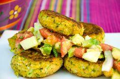 Zucchinikrapfen mit Avocadosalat - VivalasVegans