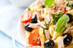 Tuna and Olive Pasta Salad Caprese Salad, Pasta Salad, Healthy Habits, Healthy Life, Fad Diets, Avocado Recipes, Lunches And Dinners, Tuna, Potato Salad