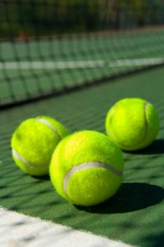 There are several things that you need to be well aware of as you consider how you are playing tennis. The body is susceptible to so many different potential injuries in the process of playing tennis that it is very important to be ca Tennis Tips, Golf Tips, Personalised Photo Calendar, Tennis Wallpaper, How To Play Tennis, Drop Shot, Tennis Elbow, Golf Player, Sports