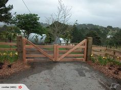 Out of all the cedar fence gate designs out there, this gorgeous, rustic wooden fence is the perfect touch as an entranceway to the garden! Fence gate ideas and design. The Farm, Front Gates, Entry Gates, Tor Design, Entrance Design, Entrance Ideas, Gate Ideas, Iron Gate Design, Driveway Entrance