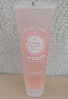 Un nouveau plaisir pour la douche. Ce gel douche nettoie délicatement la peau et la laisse douce, hydratée et délicieusement parfumée aux Fleurs d'Oranger.  100% NATUREL