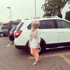 """Find and save images from the """"Hijab Fashion Inspiration"""" collection by on We Heart It, your everyday app to get lost in what you love. Hijabi Girl, Girl Hijab, Hijab Outfit, Stylish Hijab, Hijab Chic, Stylish Dresses, Islamic Fashion, Muslim Fashion, Fashion Muslimah"""