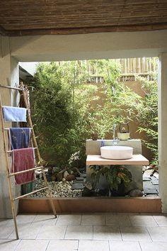 RL Picks: Top 8 Tropical Bathrooms Real Living Philippines Tagaytay Home of Malou Fagar photo by Rene Mejia Outdoor Bathrooms, Cheap Bathrooms, Budget Bathroom, Outdoor Showers, Bathroom Ideas, Asian Interior, Tropical Interior, Filipino House, Tropical Bathroom