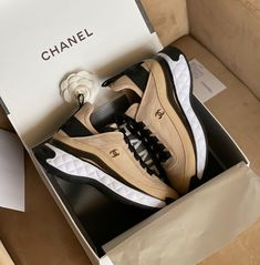 Ladies Shoes, Chanel, Lady, Sneakers, Fashion, Tennis, Moda, Slippers, Fashion Styles