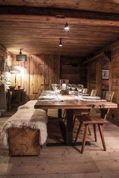 7 wondrous useful ideas: country rustic background rustic cabinets with . - 7 wondrous useful ideas: country rustic background rustic cabinets master bath. Chalet Interior, Home Interior Design, Interior Doors, Rustic Table, Rustic Kitchen, Rustic Decor, Farmhouse Table, Rustic Wood, Diy Table