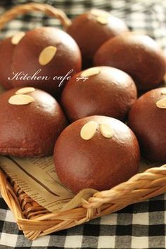I think Cocoa Chocolate Bread is a good dish to try in your home. Cocoa Bread, Pandesal, Cocoa Chocolate, Bread Bun, Bread Pizza, Best Dishes, Daily Bread, Bread Baking, Caramel Apples