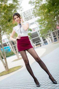 Beautiful Young Lady, Beautiful Asian Women, Asian Lingerie, Pantyhose Legs, Sexy Asian Girls, Beautiful Legs, Asian Fashion, Sexy Legs, Sexy Outfits