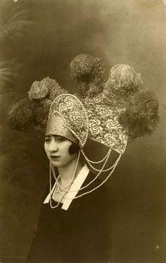 EPIC HAT.  This headdress is like a kokoshnik on steroids with a side of acid! I adore it…particularly the fact that the model looks like she's wearing a daydress and is totally blase about what's on her head.