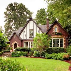 Be inspired with these 19 modern English Tudor Style Home. Get exclusive view of inside view of a Tudor home even though we cannot afford it. Tudor House, Tudor Cottage, Cottage Homes, Cottage Style, Craftsman Cottage, Estilo Tudor, Style At Home, Style Blog, Maison Tudor