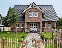 Sims House, Old Houses, Home Projects, Decoration, Beautiful Homes, House Plans, Brick, Sweet Home, New Homes