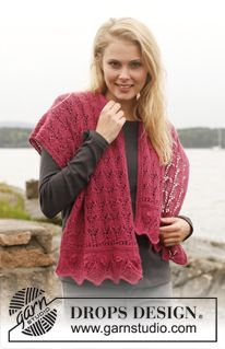 """Raspberry Sorbet - Knitted DROPS shawl and wrist warmers with lace pattern in """"Alpaca"""". Size one-size. - Free pattern by DROPS Design"""