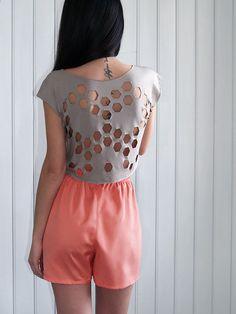 Laser cut 80's Tee Hexagons open back lace Space par muchoshop