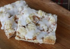 Apple Streusel Bars- so delicious! They're streusel bars, for pity's sake! Eat em warm or hot! Healthy Apple Desserts, Apple Dessert Recipes, Apple Recipes, Just Desserts, Bar Recipes, Yummy Recipes, Recipies, Sweets Recipes, Apple Streusel