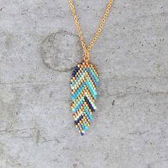 Collier simple ★ plume ★ tissé en perles de verre japonaises Miyuki via My-French-Touch. Click on the image to see more!