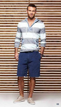A grey horizontal striped hoodie and navy shorts are awesome menswear elements to have in your daily casual arsenal. Let your styling prowess really shine by rounding off your ensemble with beige low top sneakers. Style Outfits, Short Outfits, Trendy Outfits, Summer Outfits, Guy Outfits, Man Outfit, Summer Shorts, Men's Fashion, Fashion Moda
