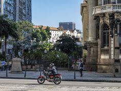 https://flic.kr/p/JVBwVe | O novo, o antigo, o novo, o antigo... | Centro do Rio de Janeiro. Tenham um ótimo dia! :-)  _____________________________________________  The new, the old, the new, the old...  Downtown, Rio de Janeiro, Brazil. Have a great day!  ______________________________________________  Buy my photos at / Compre minhas fotos na Getty Images  To direct contact me / Para me contactar diretamente: lmsmartins@msn.com