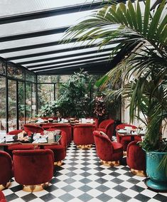 Restaurant Design Inspirations // Luxury and Glamorous Furniture, Architecture Restaurant, Interior Architecture, Interior And Exterior, Coffee Shop Design, Cafe Design, Casa Pop, Deco Restaurant, Restaurant Ideas, Hotel Paris