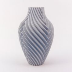 Print this two color vase that changes color when you view it from different angles. or just print the single extruder monoChromatic in vase mode (spiralize) to appreciate the elegant lines. Impression 3d, Ceramic Pottery, Ceramic Art, Parametrisches Design, 3d Printing Diy, Diy 3d, 3d Printed Objects, Origami 3d, Clay Art Projects