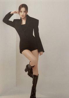 Lisa, Kpop Girl Groups, Kpop Girls, Blackpink Fashion, Fashion Outfits, My Girl, Cool Girl, Black Pink ジス, Beauté Blonde